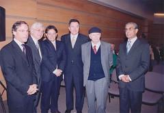 El Señor Alcalde de Valparaíso, D. Aldo Cornejo G., el sr. Ernesto Ottone, el sr. Guillermo Valdivia, el sr. Roberto Ampuero, el sr. Volodia teitelboim y el sr. Juan Estanislao Pérez. Martes 18 de abril de 2006.
