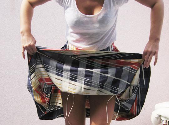 pulling-up-skirt-ties