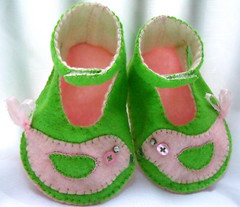 pink green PBK Penelope bird baby booties 6 (Beyond.the.Box) Tags: pink white black green bird penelope handmade embroidery preppy felt formalwear handcrafted handsewn etsy embroidered babybooties wingtips zebrastripes frenchknots blanketstitch thinkoutsidethebox wingtipshoes thinkoutsidethebox2008 feltbabybooties rachelgrande
