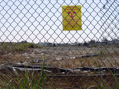 hp fence w radiation sign_0990