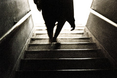 Breves inseres diarias na urbanosfera catica (i...z) Tags: motion gente urbano escada rua silueta noise 2009 serie iz izfotos