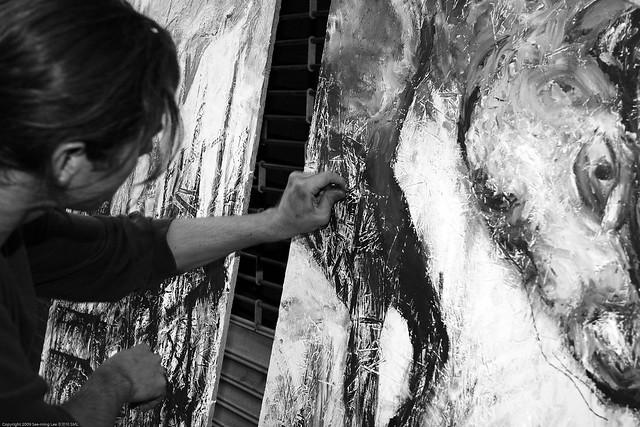 Artist in Action / Dumbo Arts Center: Art Under the Bridge Festival 2009 / 20090926.10D.54904.P1.L1.BW / SML