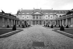 081808-V1_06 (Pete Sieger) Tags: paris france architecture sieger builtenvironment 3e 75003 archivesnationales peterjsieger