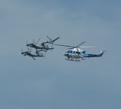 NYPD VS MV-22 OSPREY (kevinh_photos) Tags: nyc america plane aviation military nypd helicopter 2009 fleetweek mv22osprey kevinhphotos