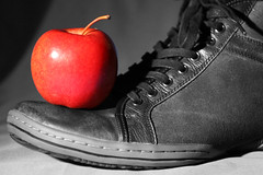 (Mr_Giobinsky) Tags: lighting red color apple closeup fruit shoe close manzana surreal fruta iluminacion roja selective zapato selectivecolor ruleofthirds colorkeying