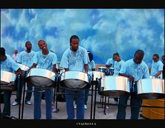 ESE RITMO SABROSN.. (valischkas) Tags: music canon photo vivid musicos ritmo caribe valischka thebestofday gnneniyisi flickraward