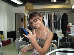 peace (Liz Lieu) Tags: liz hongkong peace dressingroom lieu lizlieu pokerdiva propokerplayer robertocavallisunglasses filmingpokerking