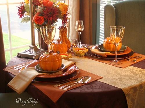 Dining Delight Fall Decor 2009
