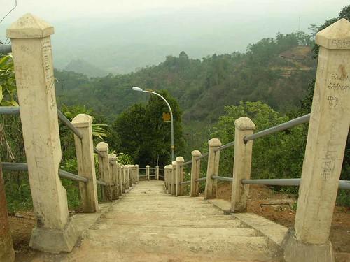 Jalan Menuju Puncak Suroloyo