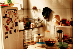 (leo.eloy) Tags: orange house home kitchen colors 50mm casa diary cotidiano 2009 cozinha intimacy bagunça lapa intimidade