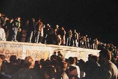 Mauerfall 1989 Fall of the Berlin Wall (andtor) Tags: berlin berlinwall gwb berlinermauer westberlin murodeberlín grenze ostberlin mauerfall murdeberlin murodiberlino guessedberlin 柏林圍牆 9november1989 kw33 gwbsebastianberlin falloftheberlinwall берлинскаястена einsonce einsprowoche