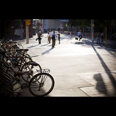 white space. (kvdl) Tags: city urban toronto evening shadows dof bokeh bicycles sidewalk pedestrians ago eveninglight whitespace artgalleryofontario kvdl