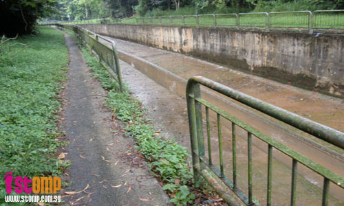 Dangerous! Joggers could fall into this Sungei Kadut canal