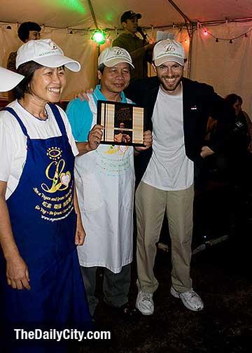 5-28-09-food-vendor