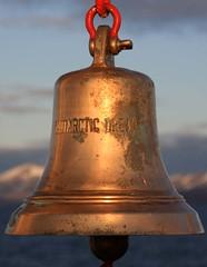 rtico 2009.32 (JUAN-VIDAL) Tags: viaje bells mar viajes noruega iceberg campanas longyearbyen ocano osos rtico ocanortico crucerortico svarbald