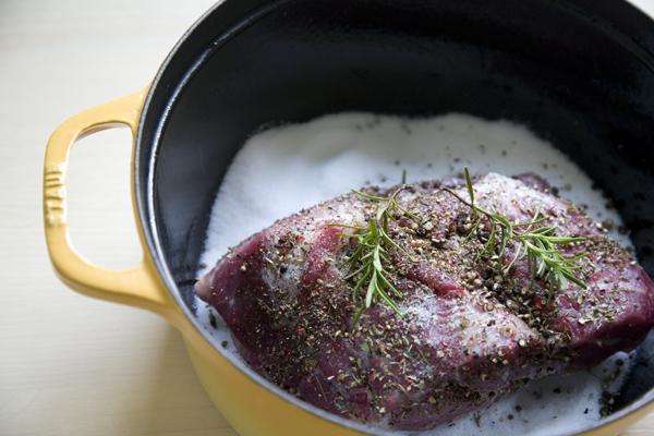 下鍋前的鹽釜蒸肉