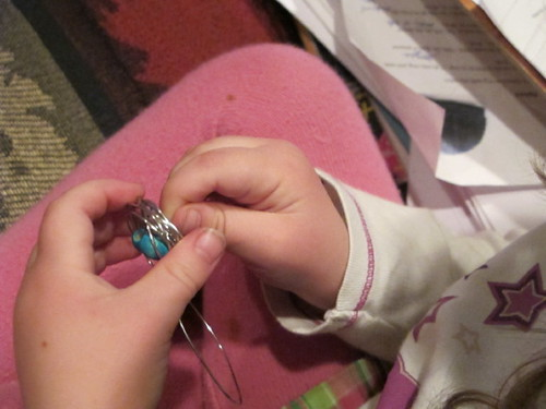Making bird's nest necklace #8