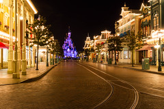 Empty Main Street, Disneyland Paris_2 (Graham Dash) Tags: disneylandparis france mainstreet paris sleepingbeautycastle themeparks castles nightphotos