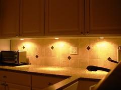 """Luz para bancada de cozinha (Santinha - Casas Possíveis) Tags: light luz vintage candle reciclagem decoração velas abajur iluminação lustre lâmpadas lustres iluminado lampião abajour arandela lamparina brechó organização """"blogcasaspossíveis"""" """"idéiasparasuacasa"""" """"idéiasparadecoraracasa"""" """"luzartificial"""" """"aluzeseussegredos"""" """"luzdeapoio"""" """"iluminaçãodedestaque"""" """"luzparaloscuartosdebaño"""" """"lightforbathrooms"""" """"luzcerta"""" """"iluminaçãoparadiversosambientes"""" """"iluminaçãoparajardim"""" """"lâmpadapar"""" """"lâmpadaparainsetos"""" """"iluminaçãodepiscina"""" """"luzdevela"""" """"iluminaçãocênica"""" """"jogodeluz"""" """"iluminaçãoparabanheiro"""" """"iluminaçãoparacozinha"""" """"idéiasparailuminar"""" """"ailuminaçãocerta"""" """"lustresantigos"""" """"lustreantigo"""" """"lustrevintage"""" """"lumináriadechão"""" """"lumináriadepé"""" """"luzparajardim"""" """"ovelhoeonovo"""" """"casaedecoração"""" """"decoraçãoparajardim"""" """"especialsobreiluminação"""""""