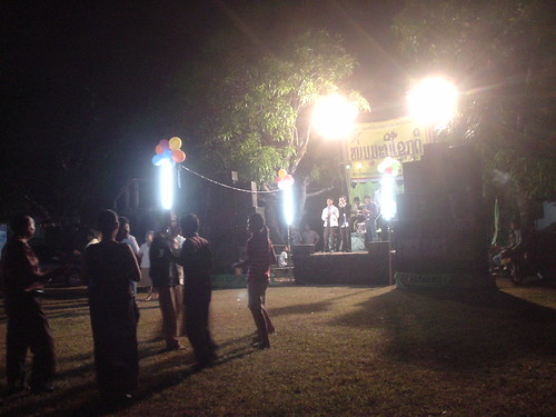 178.Champasak當地的慶典:舞台上高歌的樂團