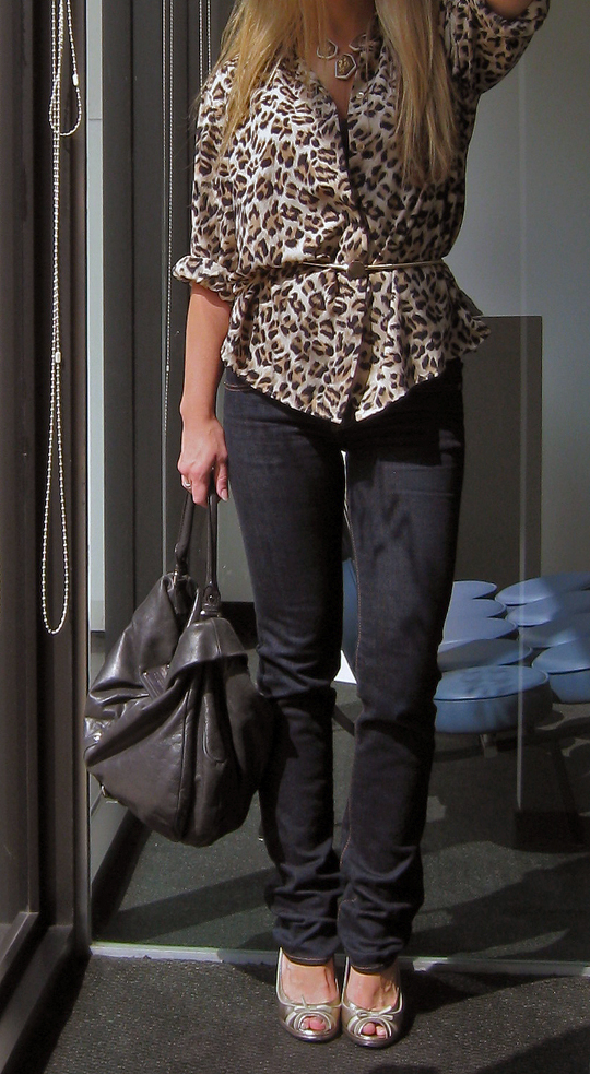 leopard-print-blouse-skinny-jeans-marc-jacobs-1