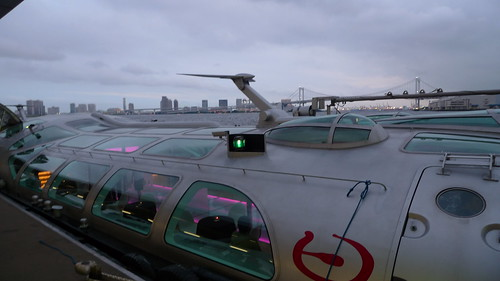 Waterbus Himiko in front of Rainbow Bridge