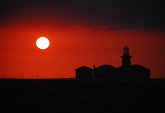 Tres Aos ms Tarde... (Lagavulin2) Tags: sunset espaa lighthouse primavera spain explore atardeceres 2009 ciudadela siluetas menorca baleares ciutadella faros contraluces flaga ganadora d40 puntanati 20tfcontraluz