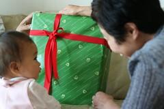 プレゼント何かな〜?