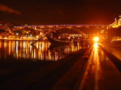 by night... (Helena Compadre) Tags: city light cidade luz portugal water rio gua night river boat europa barco ponte porto douro noite reflexos sonydscv1 rabelo vilanovadegaia ilustrarportugal srieouro dlusi helenacompadre