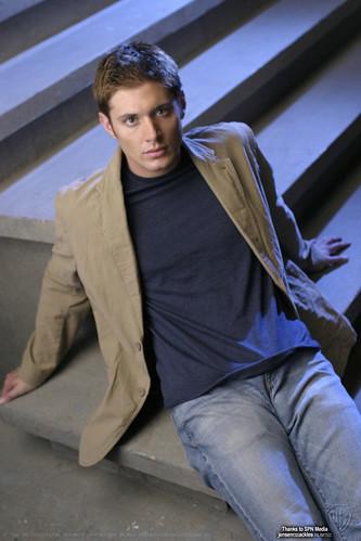Jensen Ackles e quel ritocchino tra le gambe. by you.