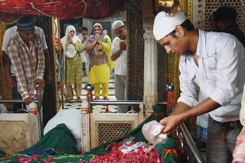 No Woman Inside Hazrat Nizamuddin Dargah