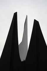 L'un Des Notres (Anders Hansen) Tags: sculpture abstract lund contrast skåne iron sweden calder alexander stabile bestminimalshot