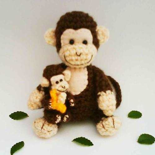 Mommy Monkey and Baby Monkey amigurumi Crochet Pattern.