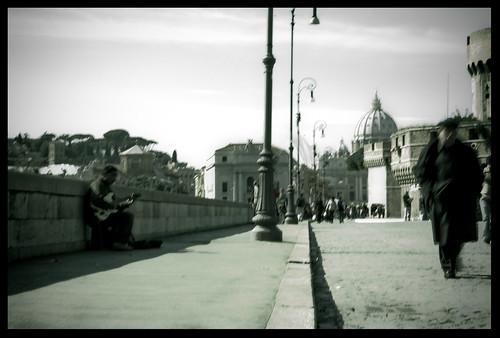 Un Attimo (Naked Rome)
