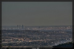 MADRID EN LA LEJANIA.. (((((((-charly-)))))) Tags: madrid paisajes canon atardecer ufo imagenes 2009 madird sierradeguadarrama 450d platinumphoto vosplusbellesphotos travelsofhomerodyssey ufospain madriddesdeguadarrama