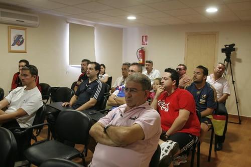Los periodistas estuvieron muy atentos a la charla