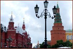 Kremlin : la forteresse (Barbara DALMAZZO-TEMPEL) Tags: tour kremlin russie lampadaire muraille moscou placerouge larsenal muséedelhistoire tourdangledelarsenal cathédralebasilelebienheureux