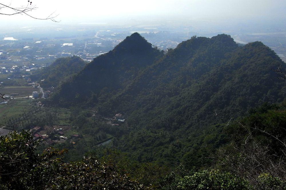 22 一小段玉山山脈.jpg