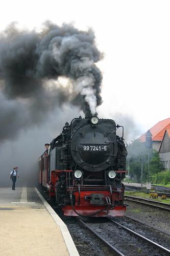 HSB: 99 7241-5 erhält als Zuglok der RB 8939 in Wernigerode den Abfahrtauftrag