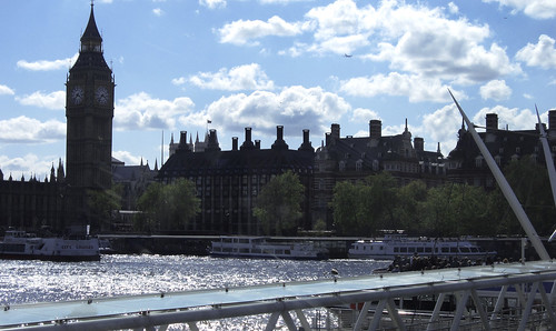"London 076 • <a style=""font-size:0.8em;"" href=""http://www.flickr.com/photos/30735181@N00/3532033813/"" target=""_blank"">View on Flickr</a>"