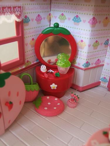 Strawberry vanity