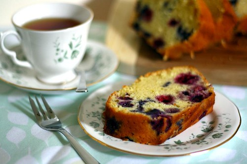 Summer berries yogurt cake