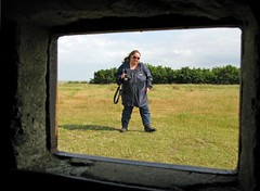 Jules lurked through East Mersey Pillbox Loop (Community Archive) Tags: uk english concrete military glenn ww2 essex defence mersey pillbox june2009 eastmersey flickrbunkacrew