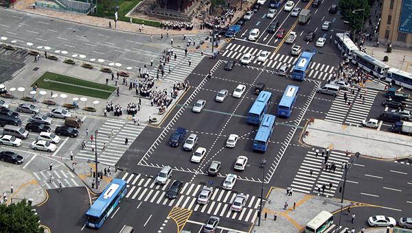 장애인 1인시위를 강경진압하는 경찰