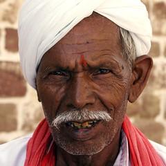 Indio (JoFraMar) Tags: india retrato hombre rajasthan indio jodhpur josemarquez cruzadasgold india2009
