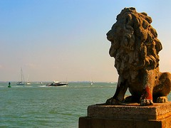 GUARDIAN OF THE SOLENT. (ronsaunders47) Tags: sea boats holidays shoreline statues isleofwight lions yachts powerboats cowes harbours iow