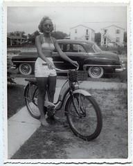Zalbum (Zaz Databaz) Tags: bw 1948 bicycle 1949 40s roadmaster cwc shockmaster brookstevens clevelandweldingcompany bicyclephoto vintagebicyclephoto roadmasterluxuryliner