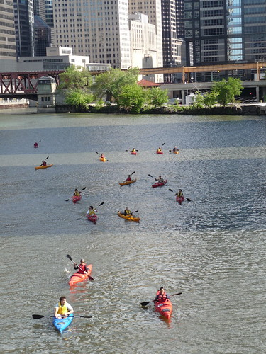 kayaking down the chicago river