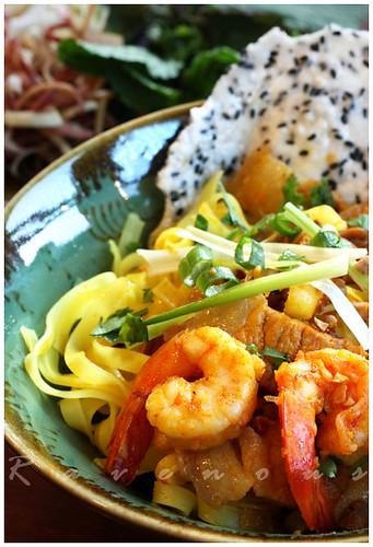 mi quang, vietnamese yellow noodles, tumeric noodles