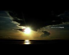 esok masih ada.... (alif  mim  ya  nun) Tags: sunset sunlight beach glare malaysia pantai terengganu pagi sinar cahaya matahari cantik gelita sunlite gelap kemas silau terik cendering chendering kemin pedih